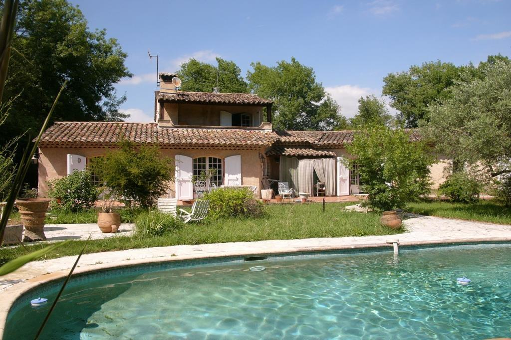 VILLA/HOUSE in CHATEAUNEUF GRASSE